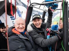 Der Schweizer Bertrand Piccard (r) und der Brite Brian Jones (l) am 41. Internationalen Heissluftballon-Festival in Chateau d'Oex: Vor zwanzig Jahren umrundeten sie die Welt, am Samstag hoben sie zum kleinen Rundflug ab. (KEYSTONE/Jean-Christophe Bott) (Bild: KEYSTONE/JEAN-CHRISTOPHE BOTT)