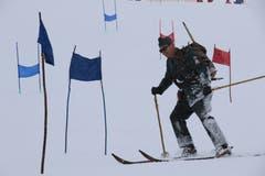In alter Militäruniform fährt es sich auch heute noch gut Ski. (Bild: Remo Infanger (Andermatt, 26. Januar 2019))