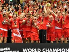 Als erst vierte Mannschaft gewann Dänemark nach EM-Titel und Olympiasieg auch WM-Gold (Bild: KEYSTONE/AP/MARTIN MEISSNER)