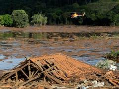 Nach einem Dammbruch in Brasilien konnten Bergungsmannschaften am Sonntag keinen einzigen Überlebenden finden. (Bild: KEYSTONE/AP/ANDRE PENNER)