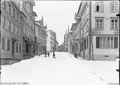 Schlittelspass auf der Hauptgasse in Lichtensteig im Jahr 1925. (Bild: Staatsarchiv)