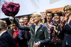 Nationalrätin Andrea Gmür freut sich am Dienstagabend in der Stadthalle Sursee über ihre Nomination als Ständeratskandidatin. Sie holte im dritten Wahlgang 264 Stimmen. (Bild: Alexandra Wey/Keystone (Sursee, 29. Januar 2019))