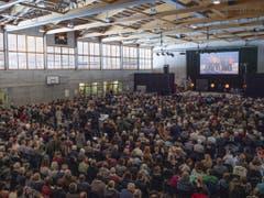 Grosse Anteilnahme beim Abschiedsgottesdienst für die sechs in Schweden verunglückten Schweizer. (KEYSTONE/Peter Schneider) (Bild: Keystone/PETER SCHNEIDER)