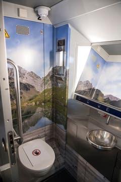 Blick in die Toilette im ersten rundum erneuerten IC2000-Intercity-Zug, präsentiert von der SBB am Donnerstag, 31. Januar 2019 in Olten. (Bild: Keystone/Adrien Perritaz)