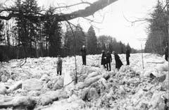 Schnee und Eis verstopfen die Emme unterhalb von Malters im Jahr 1963. (Bild: Ernst Scagnet/LZ)