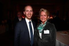 IHZ-Vertreter und FDP-Kantonsratskandidat Lucas Zurkirchen mit CVP-Nationalrätin Andrea Gmür. (Bild: PD)