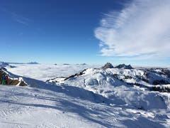 Skitag mit Ausblick auf den Grossen Mythen und die Rigi. (Bild: Karin Theiler (Hoch-Ybrig, 1. Januar 2019))