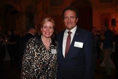 Vertreter aus dem Kanton Obwalden: IHZ-Vorstandsmitglied Brigitte Breisacher (Alpnach Norm-Holding AG), zusammen mit Kantonsratspräsident Peter Wälti (CVP). (Bild: PD)