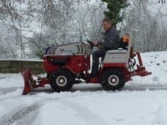 Endlich kann ich meinen neuen Traktor ausprobieren. Es darf ruhig weiter schneien. (Bild: Jürg Suter (Büron, 5. Januar 2019))
