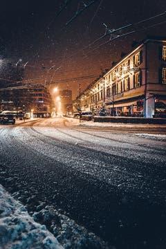 Schneefall in St.Gallen, im Bild die Kreuzung am Oberen Graben. (Bild: Marc Bollhalder)