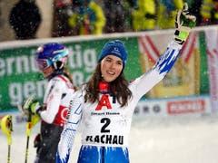 Petra Vlhova jubelt über ihren Sieg - Startnummer 2, aber für einmal nicht Zweite (Bild: KEYSTONE/AP/GIOVANNI AULETTA)