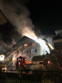 Flüelen - 7. JanuarEin Mehrfamilienhaus ist ein Raub der Flammen geworden. Mehrere Personen mussten evakuiert werden. Verletzt wurde niemand.