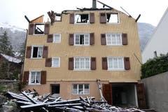 Ein Tag nach dem Wohnbrand: Das Haus ist komplett zerstört und nicht mehr bewohnbar. (Bild: Philipp Zurfluh, 8. Januar 2019)