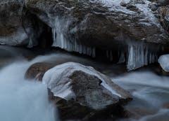 Die Natur als Künstlerin: Eiszapfen am Rombach. (Bild: Niklaus von Rotz, 6. Januar 2019)