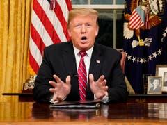 US-Präsident Donald Trump hat am Dienstag die Lage an der Grenze zu Mexiko als Krise bezeichnet und erneut Geld für den Bau einer umstrittenen Grenzmauer verlangt. (Bild: KEYSTONE/AP Pool Reuters/CARLOS BARRIA)