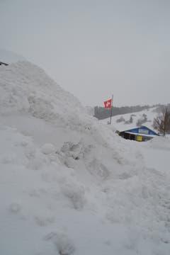 Schnee ohne Ende, Blick vom Postplatz Richtung Tennishalle in Unterwasser.(Bild: Adi Lippuner)