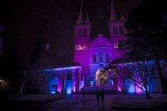 Das Künstlerkollektiv «Projektil »strahlt die Hofkirche an. (Bild: Dominik Wunderli (9. Januar 2019))