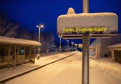 Im bayerischen Miesbach geht nichts mehr: «Kein Zugverkehr». Der Landkreis Miesbach hat wegen des starken Schneefalls einen Katastrophenalarm ausgelöst. (Bild: Lino Mirgeler/Keystone/DPA (9. Januar 2019))