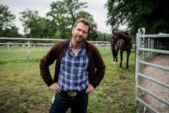 Pferdenarr: Samuel Streiff als Reto Doerig. (Bild: SRF/Sava Hlavacek)