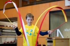 Circus Viva in der dreifach Turnhalle Sarnen. Kinder studieren ihre Zirkusnummern ein. Im Bild Laurin. Bild: Corinne Glanzmann (Sarnen, 01. Oktober 2019)