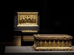 Tragaltar der Gräfin Gertrud mit der goldenen Basler Altartafel im Hintergrund. (Bild: Historisches Museum Basel, Philipp Emmel)
