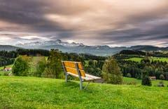 Bänkli mit Aussicht beim Lutzenland Herisau. (Bild: Luciano Pau)