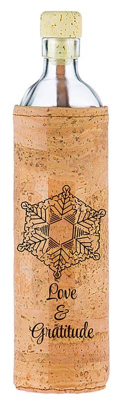 FlaskaAus Glas und Kork und mit extra Energie für revitalisiertes Wasser, ab 35 Fr. Bild: zvg