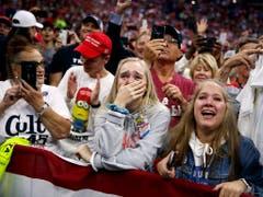 Trump-Anhänger feiern ihren Präsidenten wie einen Rockstar. (Foto: Evan Vucci/AP Keystone) (Bild: KEYSTONE/AP/EVAN VUCCI)