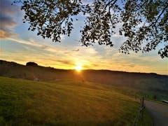 Wunderschöner Sonnenuntergang über der Naturlandschaft.. (Bild: Urs Gutfleisch, Schwarzenberg, 10. Oktober 2019)