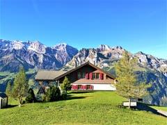Diese wunderschöne Chalet in Kombination mit den Bergen musste ich einfach fotografieren. (Bild: Urs Gutfleisch, Engelberg, 11. Oktober 2019)