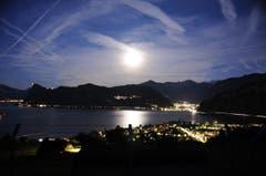 Mond über Hergiswil und Stansstad. (Bild: Max Hermann, 11. Oktober 2019)