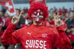 Ein Schweizer Fan in Vollmontur. (Bild: KEYSTONE/Georgios Kefalas)