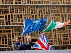 Obwohl zurzeit die Brexit-Verhandlungen zwischen London und Brüssel auf Hochtouren laufen, wurde noch keine abschliessende Lösung für Irland gefunden. Auf der irischen Insel soll eine harte Grenze vermieden werden. (Bild: KEYSTONE/EPA/OLIVIER HOSLET)