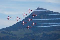 Immer wieder schön: Das PC-7-Team in Formation vor der Rigi anlässlich der Air & Space Days in Luzern. (Bild: Peter Vonwil, 12. Oktober 2019)