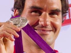 Krönung knapp verpasst: In London 2012 verlor Federer den Olympiafinal in Wimbledon gegen Andy Murray und gewann im Einzel die Silbermedaille (Bild: KEYSTONE/PETER KLAUNZER)