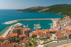 Ein Blick aus der Luft auf das «Marina Village» in Montenegro. (Bild: PD)