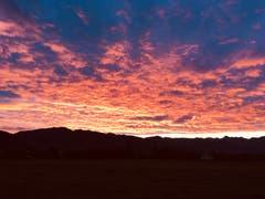 Ein schöner Sonnenaufgang bei Montlingen. (Bild: Toni Sieber)