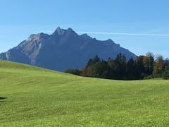 Auf einem Spaziergang von Adligenswil auf den Dietschiberg ist der Hausberg schön zu bestaunen. (Bild: Ruedi Petermann, Adligenswil, 17. Oktober 2019)