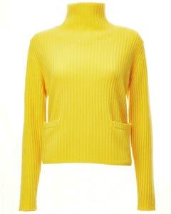 Gelb ist die Trendfarbe des Winters. Dieser Kaschmirpulli ist von Philo-Sofie (circa 400 Franken). Bild: zvg