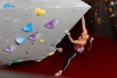 Petra Klingler beim Training in der Kletterhalle Gaswerk in Schlieren (Bild: Severin Bigler)