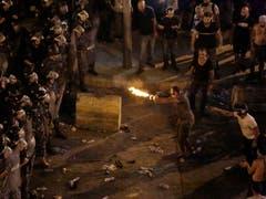 Die Anti-Regierungsdemonstration in Beirut schlägt in gewalttätige Proteste um. (Bild: KEYSTONE/AP/HASSAN AMMAR)