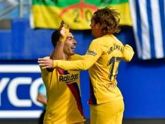 Luis Suarez (links) freut sich mit Antoine Griezmann (Bild: KEYSTONE/AP/ALVARO BARRIENTOS)