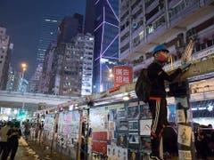Bei den Protesten in Hongkong am Dienstag sind zahlreich Schüsse gefallen und viele Personen wurden von den Sicherheitskräften festgenommen. (Bild: KEYSTONE/AP/VINCENT THIAN)