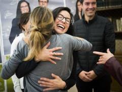 Die 35-jährige Anwältin Céline Vara freut sich über ihren Einzug in den Ständerat. (Bild: Keystone/JEAN-CHRISTOPHE BOTT)