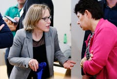 SP-Kantonalpräsidentin Barbara Gysel analysiert die Wahlen. (Bild: Stefan Kaiser, Zug, 20. Oktober 2019)