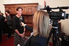 Monika Rüegger (SVP) - hier beim Interview mit Tele 1 - gewinnt den einzigen Nationalratssitz des Kantons. (Bild: Roger Zbinden, Sarnen, 20. Oktober 2019)