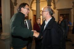 Peter Schilliger gratuliert Michael Töngi. (Bild: Philipp Schmidli, Luzern, 20. Oktober 2019)