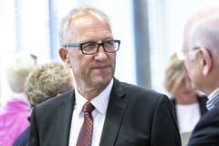 Der wiedergewählte Ständerat Peter Hegglin (CVP) im Wahlzentrum in Zug. (KEYSTONE/Alexandra Wey)