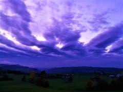 Abendstimmung mit wunderbaren Wolkenformationen. (Bild: Urs Gutfleisch, Schwarzenberg, 19. Oktober 2019)