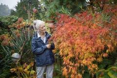 Retha Scherrer in ihrem Garten in Ebikon (Bild: Pius Amrein, 22. Oktober 2019)